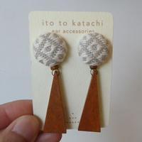 ito to katachi さんかくモチーフピアス