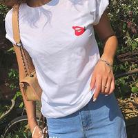 Oネック半袖赤リッププリントTシャツ