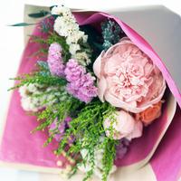 シャクヤク入りおまかせブーケGrande【ピンク系】