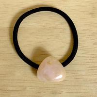 天然ピンクオパールのヘアゴム(黒)原石から磨いた1点もの!