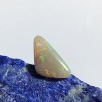 天然オパール14kgf片耳ピアス☆オーストラリア・SW州ミンタビー産原石から磨いた1点もの