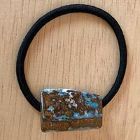 天然ボルダーオパールのヘアゴム(黒)オーストラリア・ヤワー産原石から磨きました
