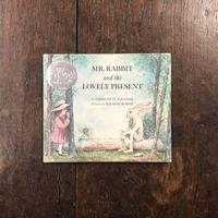 「MR.RABBIT and the LOVERY PRESENT」Charlotte Zolotow(シャーロット・ゾロトウ)Maurice Sendak(モーリス・センダック)
