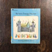 「The Twelve Dancing Princesses」Adrienne Adams(エイドリアン・アダムス)