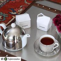 SILVER TEA POT and holiday kinny tea x 2