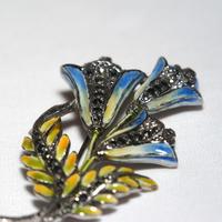 エナメル彩色のフラワーブローチ(BR0004)