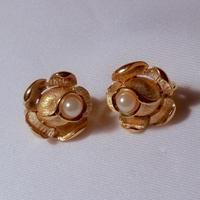 Trifari(トリファリ)バラとパールのイヤリング(ER0192)