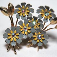 CORO ペールグレーの花のイヤリング(ER0058)