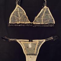Triangle bra  Hueso Nero size85/ Thong one size SET