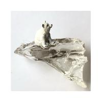 ラスト1つ 流氷にのるシロクマの子ブローチ