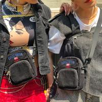 【GUESS】CORDUROY MINI SHOULDER BAG