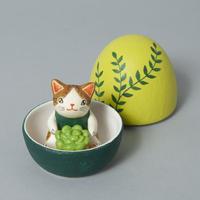 天野千恵美「ガーデンニング卵猫」キジ白
