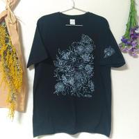 Tシャツ(Lサイズ・シルクスクリーンプリント) 〔花束・ブラック〕