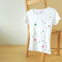 手描きTシャツ(Mサイズ・細身・フルペイント) 〔花〕