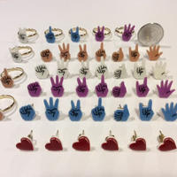 [BENICOTOY] HAND SIGN ピアス