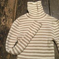[USED] ミルクティー色 ボーダーのタートルネックセーター