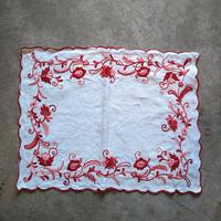 フランス 刺繍クロス 赤×花モチーフ