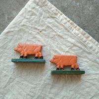 オランダで見つけたブタの置物(2匹セット)