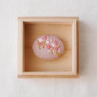 Mayumi Tomita 桜刺繍帯留