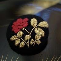 Mayumi  Tomita 光琳図案 薔薇刺繍ブローチ
