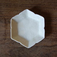 Asami Maeda いっちん白磁六角豆皿