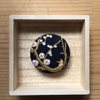 Mayumi Tomita 光琳図案刺繍ブローチ兼帯留 梅