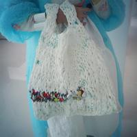 Pillings  plastic knit marche bag