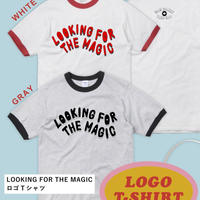 LOOKING FOR THE MAGIC ロゴTシャツ(灰色ボディ × 黒ロゴ)