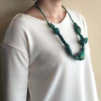 ハンドメイド刺繍ネックレス(グリーン)