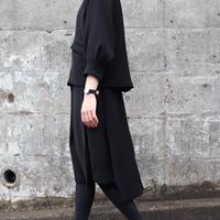 WHYTO. (レディース)  / ダブルサテンタックフロントタックスカート 【ブラック】