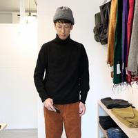 ARMEN(ユニセックス)  / POLO NECK ニット 【ブラック】