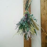 【爽やか】グリーン系小花のドライフラワースワッグ、壁飾り お部屋やリビング、玄関のインテリアに ギフトにも!DIY可能!