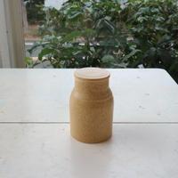 蓋付瓶・黄ベージュ/  福山菜穂子