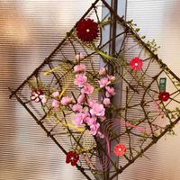 桃の花とつまみ細工の壁飾り