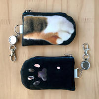 CAT PAW PASS HOLDER _fluffy_black_Tabby Tricolore