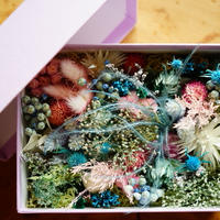 FLOWER GIFT BOX(BLUE PINK)
