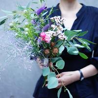 【10月26日(土)お届け】ドライフラワーまで楽しめる草花を束ねたブーケ