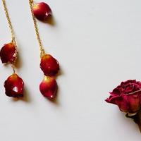 """【petal series】flutter flower earrings(pierce) """"rose"""""""
