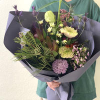 Seasonal gift bouquet M  (October)