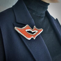 Brooch 'Lips of life' red .