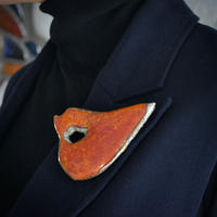Brooch 'Lips of life' red.