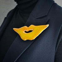Brooch 'Lips of Life' yellow