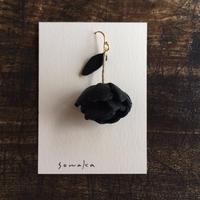 sowaka 鹿革のゆらゆら花ピアス(片耳・黒)