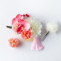 HA-0393 成人式 卒業式 お花 髪飾り 和風オリジナル髪飾り ピンク マム花 南天の実 ダブルデザイン ファー 花指輪 日本製