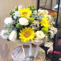 御供 ヒマワリと白のお花で季節感あるアレンジメント