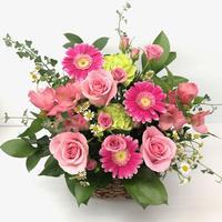 ピンクバラとミント色のお花のアレンジ
