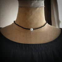 monotone short  necklace