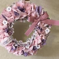 優しいピンクの布リース