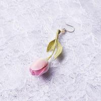 チューリップピアス 薄ピンク(片耳)(イヤリング交換可能)