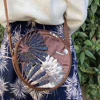 ビーズ刺繍ラウンドポーチ(フラワーブラウン)